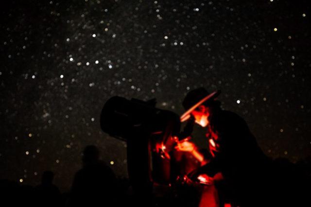 Cel mai mare mister al omenirii: de ce e cerul întunecat noaptea