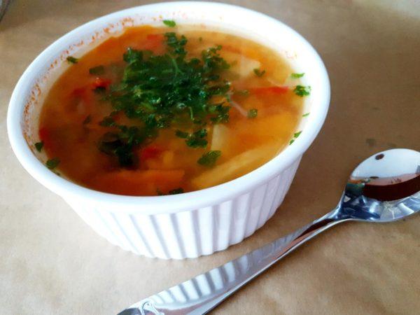 Supa de linte cu legume si smantana de caju